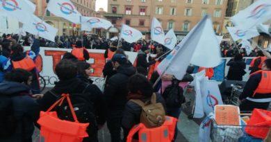 Manifestazione ieri a Bologna a favore della nave Mar Jonio dei Mediterranea