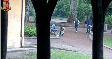 sgominato lo spaccio nel parco della Montagnola a Bologna