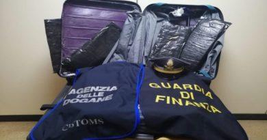 Colombiano andava in Germania con due chili di cocaina, fermato e arrestato all'aeroporto di Bologna