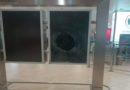 Aeroporto di Bologna, lancia un estintore su un monitor denunciato