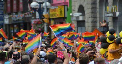 Amnesty al Gay Pride di Bologna in difesa dei diritti e contro l'omofobia