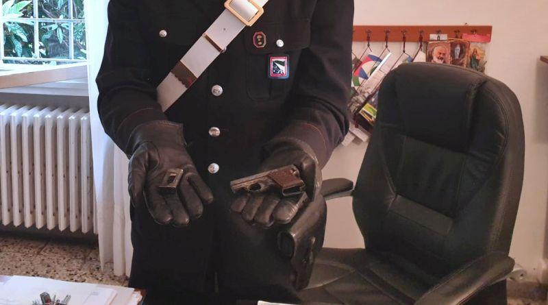 Con una pistola in tasca pronta a sparare, in manette un uomo fermato in zonaMurri