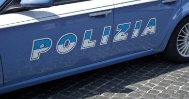 Pistola, manganelli e tirapugni in casa arrestati 3 uomini a Bologna