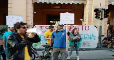 Di Maio scappa dalle contestazioni dei riders