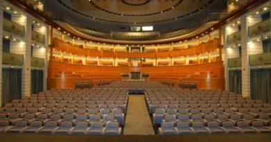 ERT miglior teatro italiano, ma il governo del cambiamento gli taglia i fondi