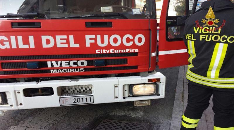 Incendio in una villa a Ozzano, salvi padre e figlio