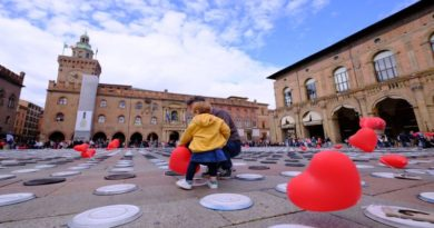 """Piazza Maggiore """"apparecchiata"""" contro la fame nel mondo"""