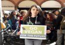 Ricette vegane e palloncini a forma di ortaggi, domani a Bologna il World Vegan Day