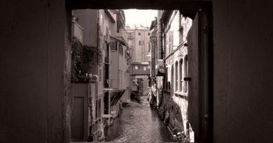 Storie nascoste tra i mattoni, la finestra di via Piella